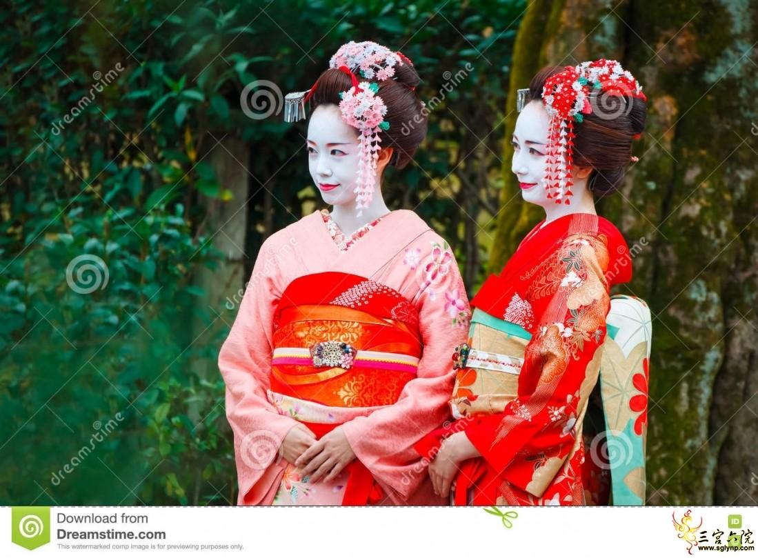 艺妓-maiko在gion区在京都,日本-69469041.jpg